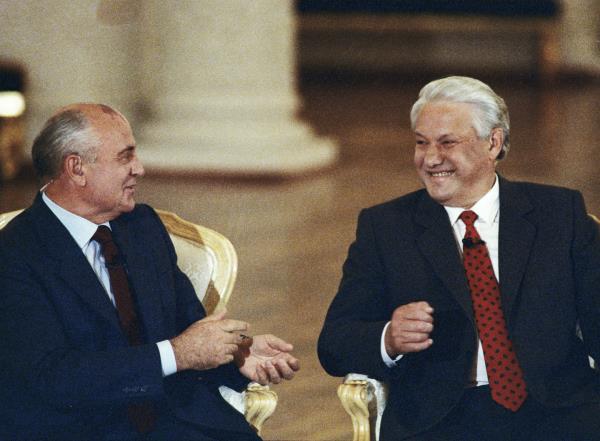 'Tôi sẽ rời đi, xin lỗi các bạn!': Đây là cách ông Yeltsin từ chức cách đây 20 năm - Ảnh 16.
