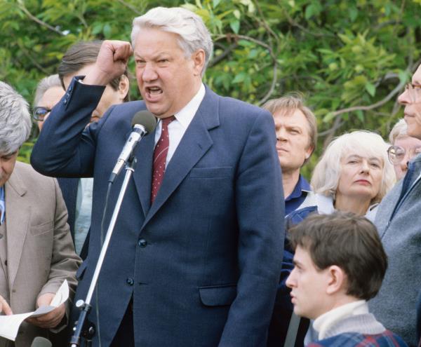 'Tôi sẽ rời đi, xin lỗi các bạn!': Đây là cách ông Yeltsin từ chức cách đây 20 năm - Ảnh 17.