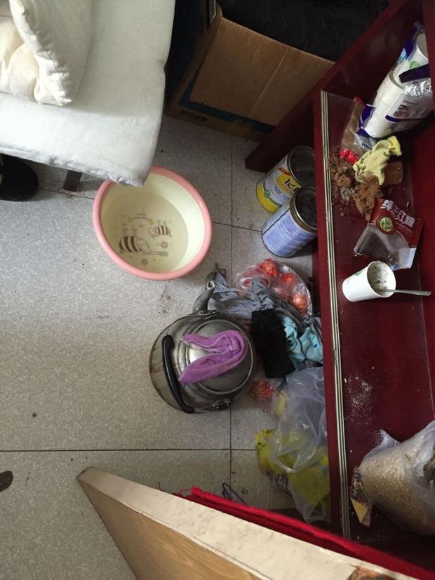 Gái xinh biến phòng kí túc xá thành bãi rác, khăn mặt mốc xanh mốc đỏ: Tính đăng quang Miss ở bẩn hay sao? - ảnh 2