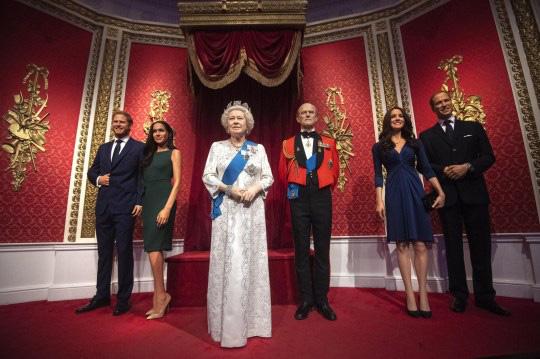 Tượng sáp của vợ chồng Meghan Markle bị di dời khỏi khu vực hoàng gia và câu nói đầy phũ phàng của Hoàng tử Harry sau thông báo gây sốc - Ảnh 1.