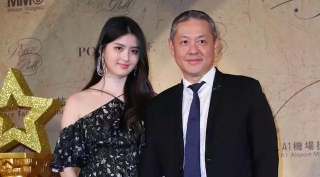 Nữ thừa kế giàu có khét tiếng Đài Loan: Cả cha mẹ đều là tỷ phú, 41 tuổi vẫn quyến rũ khó tin - Ảnh 2.
