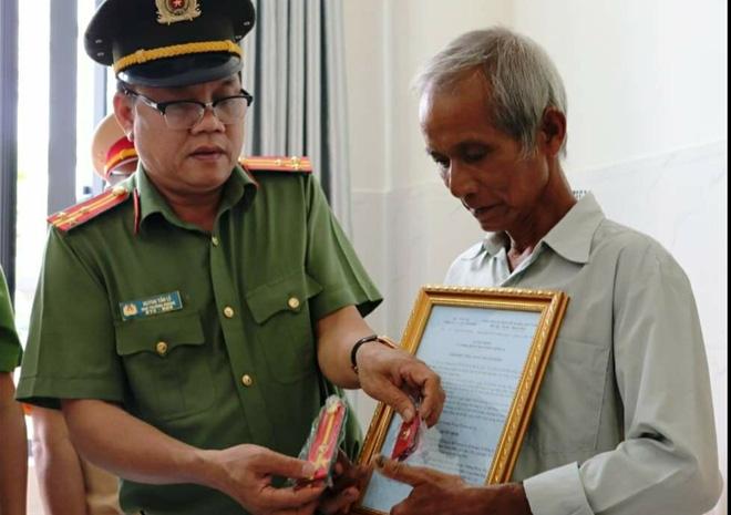 Thăng cấp bậc hàm cho Trung uý CSGT-TT bị quái xế tông tử vong ở Sài Gòn - Ảnh 1.