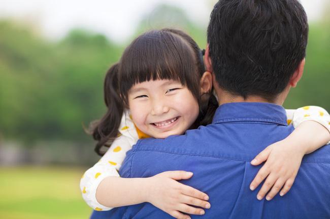 Bà mẹ quyết ly hôn vì chồng có những hành động quá thân mật với con gái - Ảnh 2.
