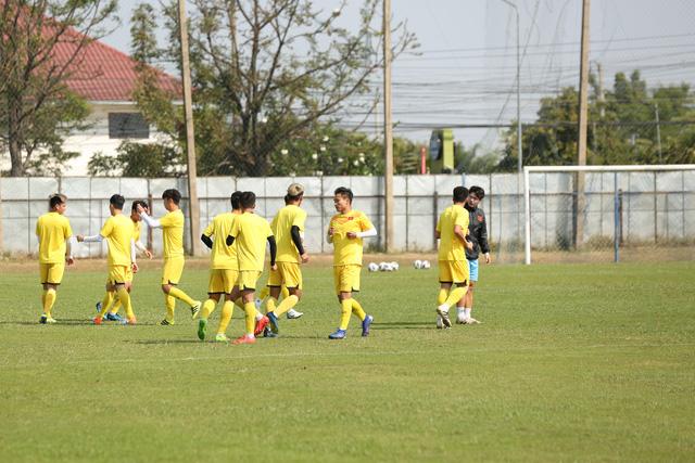 HLV Park Hang-seo trầm ngâm trong buổi tập sau trận hòa U23 UAE - Ảnh 1.