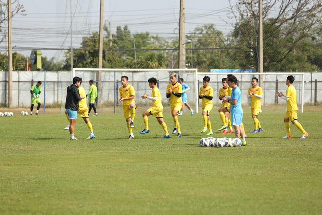 HLV Park Hang-seo trầm ngâm trong buổi tập sau trận hòa U23 UAE - Ảnh 2.