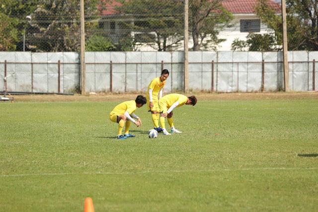 HLV Park Hang-seo trầm ngâm trong buổi tập sau trận hòa U23 UAE - Ảnh 9.