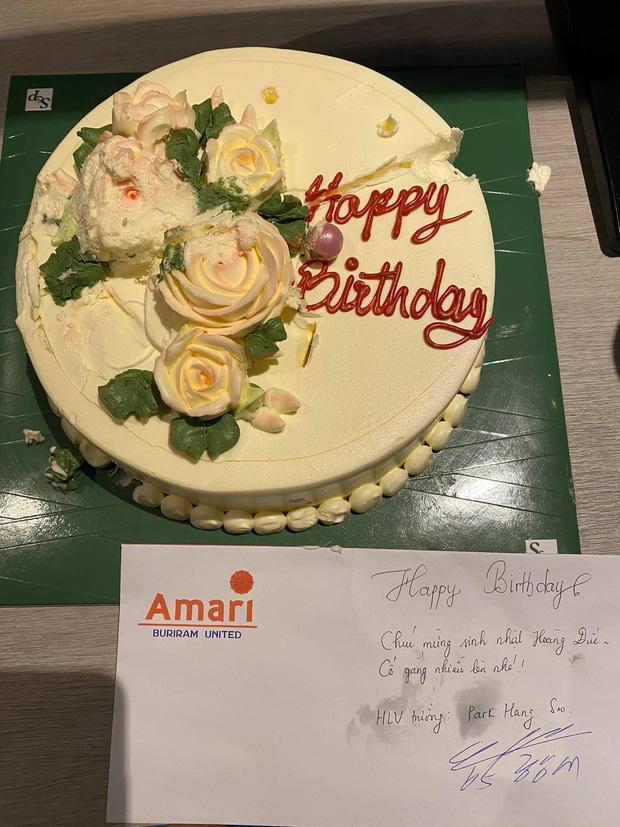 HLV Park Hang-seo viết lời chúc bằng tiếng Việt cho Hoàng Đức nhân ngày sinh nhật, đồng đội thắc mắc: Phong bì hơi khác thì phải - Ảnh 3.
