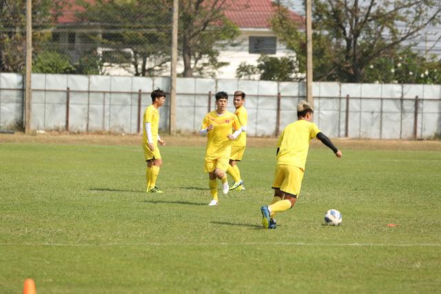 HLV Park Hang-seo trầm ngâm trong buổi tập sau trận hòa U23 UAE - Ảnh 6.