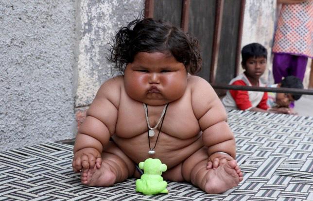 8 tháng tuổi đã gần 20 kg, cuộc sống của bé gái nặng ký nhất Ấn Độ hiện tại như thế nào sau 3 năm phát triển với tốc độ chóng mặt? - Ảnh 1.