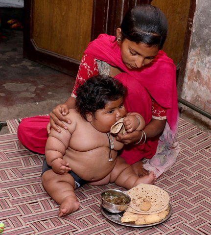 8 tháng tuổi đã gần 20 kg, cuộc sống của bé gái nặng ký nhất Ấn Độ hiện tại như thế nào sau 3 năm phát triển với tốc độ chóng mặt? - Ảnh 2.