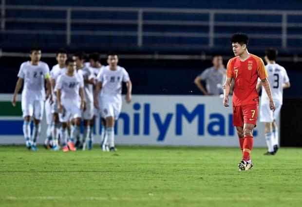 Sau khi đội nhà bị loại sớm, báo Trung Quốc thi nhau kể tội cầu thủ trước khi cay đắng thừa nhận: Chúng ta một bàn cũng chẳng ghi nổi đâu - Ảnh 1.