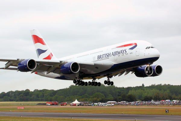 16 hãng hàng không có máy bay được sơn đẹp nhất - Ảnh 3.