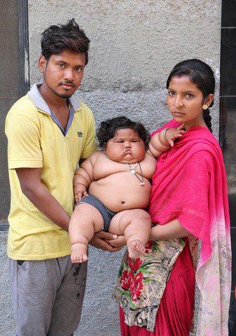 8 tháng tuổi đã gần 20 kg, cuộc sống của bé gái nặng ký nhất Ấn Độ hiện tại như thế nào sau 3 năm phát triển với tốc độ chóng mặt? - Ảnh 3.
