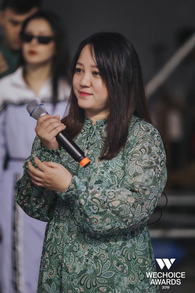 Khoảnh khắc hội ngộ giữa 2 thế hệ: Ngọc Linh dịu dàng, Chi Pu và Bảo Anh đầy gợi cảm, cùng hòa giọng tại sân khấu tổng duyệt WeChoice Awards 2019!  - Ảnh 5.