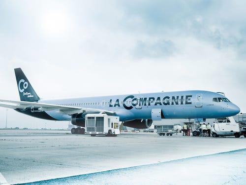 16 hãng hàng không có máy bay được sơn đẹp nhất - Ảnh 8.