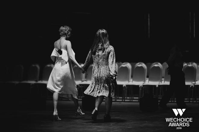 Khoảnh khắc hội ngộ giữa 2 thế hệ: Ngọc Linh dịu dàng, Chi Pu và Bảo Anh đầy gợi cảm, cùng hòa giọng tại sân khấu tổng duyệt WeChoice Awards 2019!  - Ảnh 8.