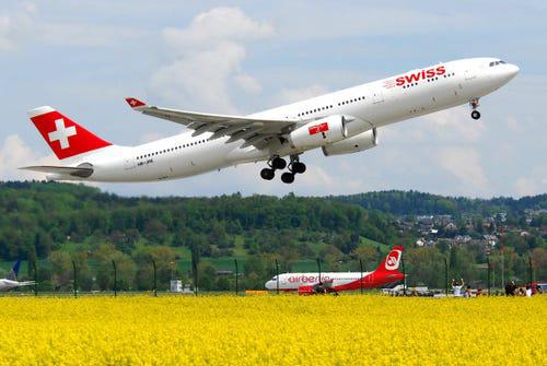 16 hãng hàng không có máy bay được sơn đẹp nhất - Ảnh 9.