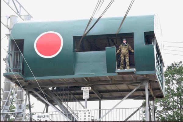 Bộ trưởng Quốc phòng Nhật Bản nhảy dù làm mẫu trong diễn tập quân sự Mỹ-Nhật - Ảnh 2.