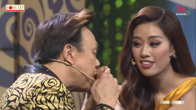 Chí Tài nắm chặt và hôn tay hoa hậu Khánh Vân: Hãy về với anh đi - Ảnh 3.