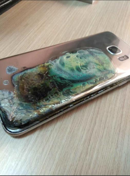 Galaxy S7 Edge tự bốc cháy, Samsung đổ lỗi cho người dùng - Ảnh 2.