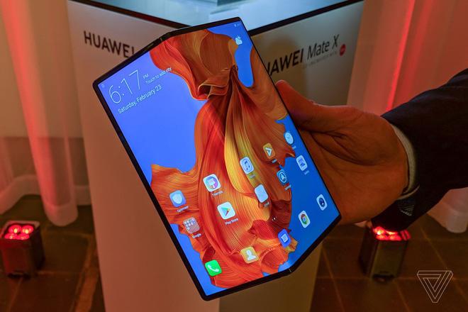 Huawei bán được hơn 100.000 chiếc Mate X trong tháng đầu tiên - Ảnh 1.