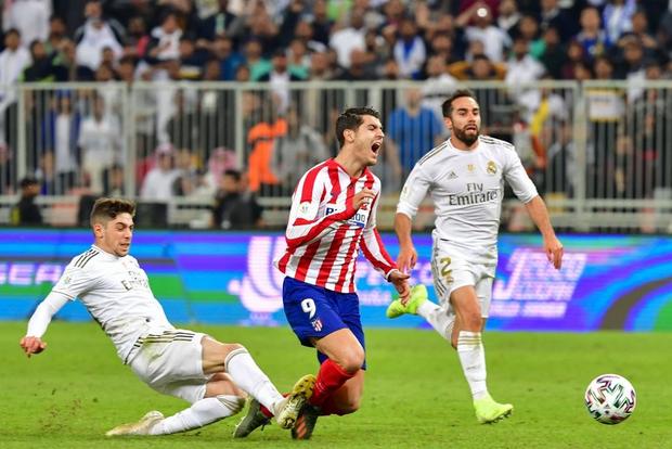 Đồng đội cũ của Ronaldo bị tố chơi bẩn giúp Real Madrid giành danh hiệu đầu tiên mùa này - Ảnh 3.