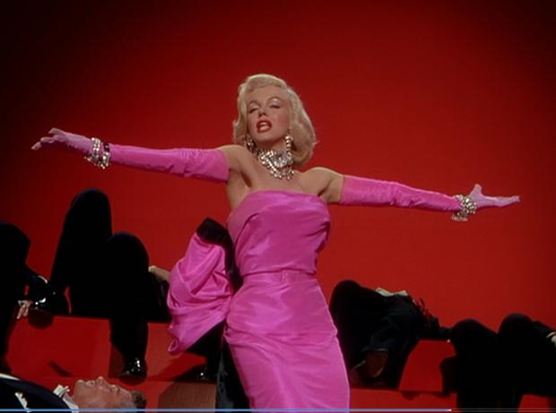 Mỹ nhân chơi lớn nhất WeChoice Awards 2019 gọi tên Chi Pu: Cosplay hẳn huyền thoại Marilyn Monroe, chặt đẹp dàn khách mời - Ảnh 3.