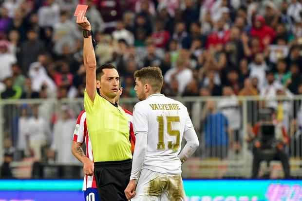 Đồng đội cũ của Ronaldo bị tố chơi bẩn giúp Real Madrid giành danh hiệu đầu tiên mùa này - Ảnh 4.