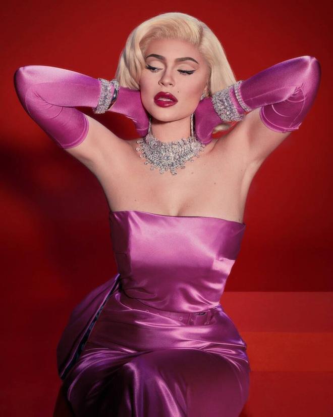 Mỹ nhân chơi lớn nhất WeChoice Awards 2019 gọi tên Chi Pu: Cosplay hẳn huyền thoại Marilyn Monroe, chặt đẹp dàn khách mời - Ảnh 5.