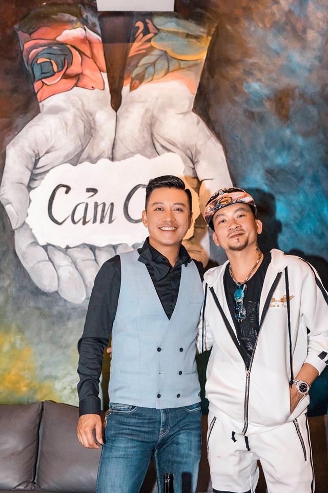 Tuấn Hưng thân thiết với vua Poker thế giới Quí Nguyễn - Ảnh 3.