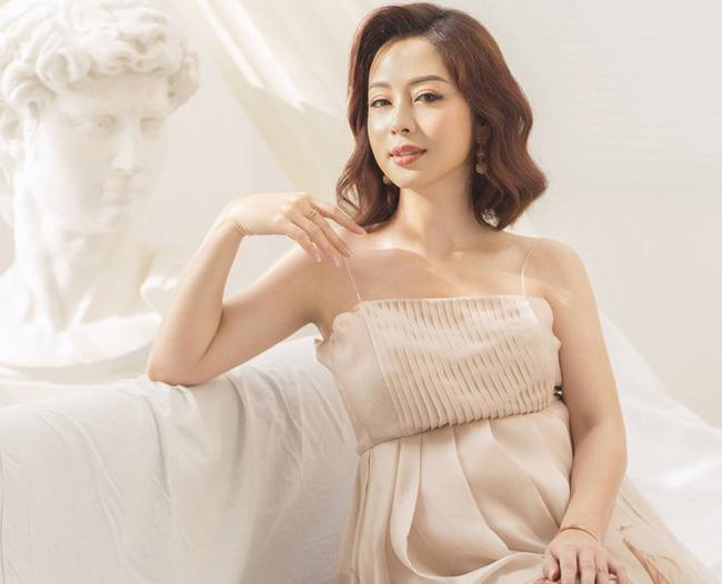 Hoa hậu Jennifer Phạm hạ sinh bé thứ 4, được mẹ chồng bay từ Hà Nội vào TP.HCM chăm sóc - Ảnh 1.