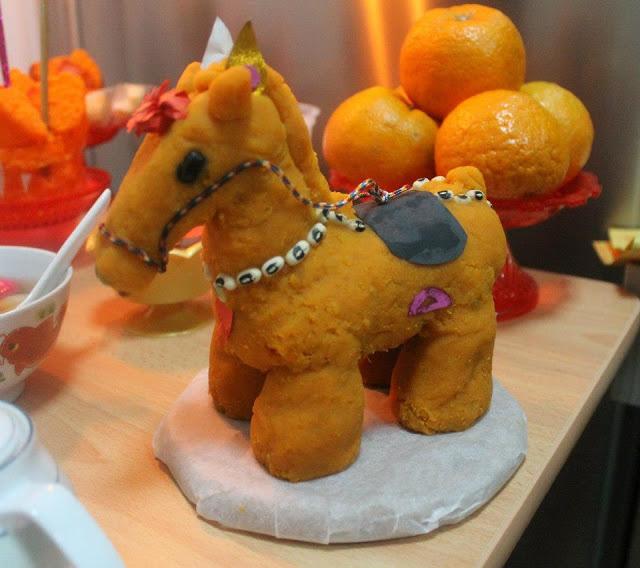 Món bánh hình dạng con ngựa được cúng trong ngày 23 tháng Chạp.