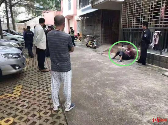 Nam thanh niên đứng chờ ở ký túc xá, dùng dao sát hại thầy giáo chủ nhiệm cũ  - Ảnh 2.
