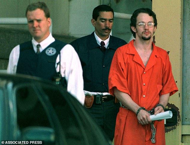Chuyện lạ: Người nhà nạn nhân bức xúc, kêu oan cho hung thủ thảm sát cả gia đình - Ảnh 2.
