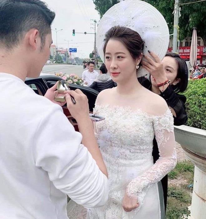 """Lấy chồng thiếu gia thì thế nào? Xem ảnh Hà Quang Dũng vừa """"dìm"""" vợ là rõ: Hoá ra cũng chung cảnh này thôi! - Ảnh 3."""