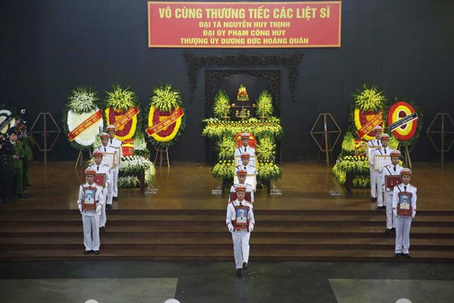 Nghẹn ngào tiễn đưa 3 liệt sĩ hy sinh tại Đồng Tâm - Ảnh 2.