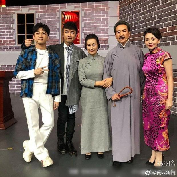 Dàn sao 'Tân dòng sông ly biệt' tái hợp, Lâm Tâm Như và Triệu Vy già thấy rõ - Ảnh 3.