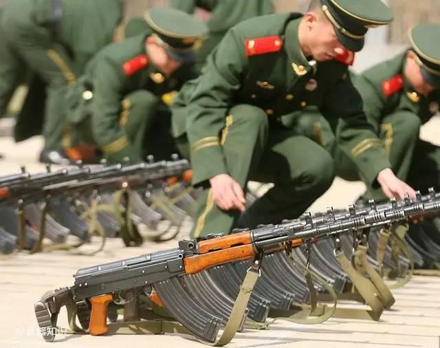 Súng trường tấn công mới của Trung Quốc: Biến thể súng AK từng là hòn đá lót đường? - Ảnh 8.