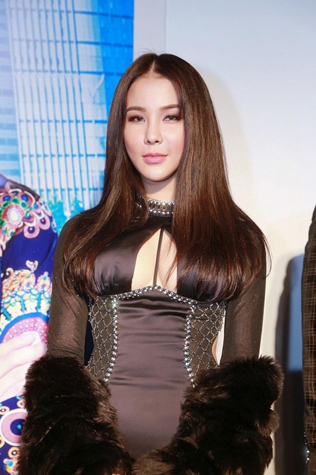 Toàn là trai xinh gái đẹp của showbiz Việt nhưng khán giả vẫn phải hoảng hồn trước những khoảnh khắc đơ như tượng của loạt sao này - ảnh 1
