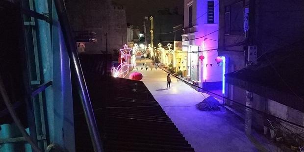 Khi độ chịu chơi ngày Tết đã lên đến tầm khu phố: Đèn nháy xanh đỏ dọc con ngõ, thêm tí nhạc là xôm như vũ trường - Ảnh 4.