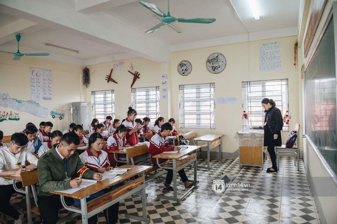 Chuyện buồn phía sau ngôi trường trên mây đẹp nhất Việt Nam: Đi bộ hàng cây số đến trường, con cái học quá giỏi lại trở thành gánh nặng cho cha mẹ - Ảnh 13.