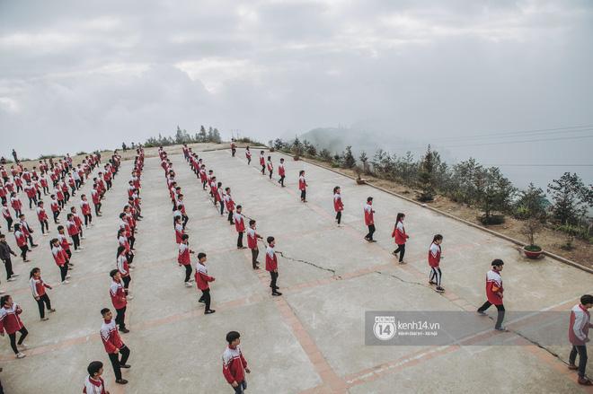 Chuyện buồn phía sau ngôi trường trên mây đẹp nhất Việt Nam: Đi bộ hàng cây số đến trường, con cái học quá giỏi lại trở thành gánh nặng cho cha mẹ - Ảnh 15.