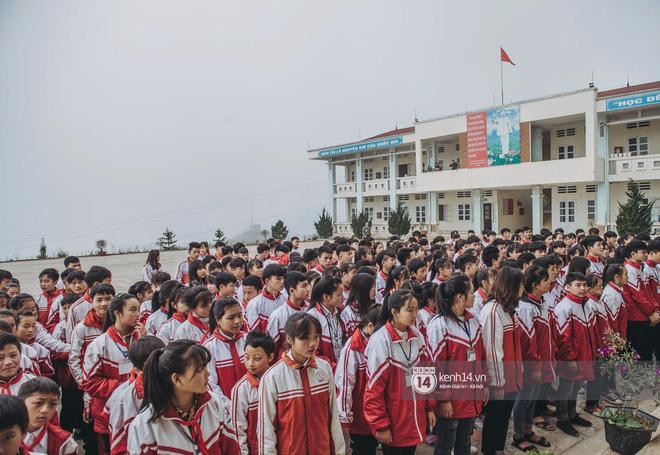 Chuyện buồn phía sau ngôi trường trên mây đẹp nhất Việt Nam: Đi bộ hàng cây số đến trường, con cái học quá giỏi lại trở thành gánh nặng cho cha mẹ - Ảnh 3.