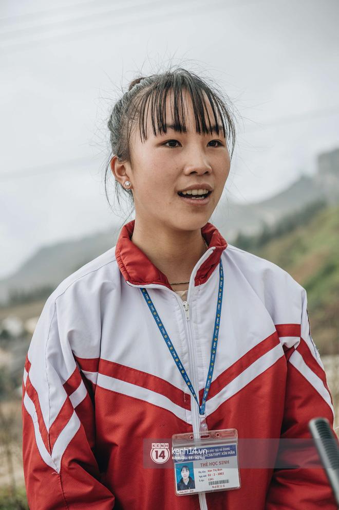 Chuyện buồn phía sau ngôi trường trên mây đẹp nhất Việt Nam: Đi bộ hàng cây số đến trường, con cái học quá giỏi lại trở thành gánh nặng cho cha mẹ - Ảnh 5.