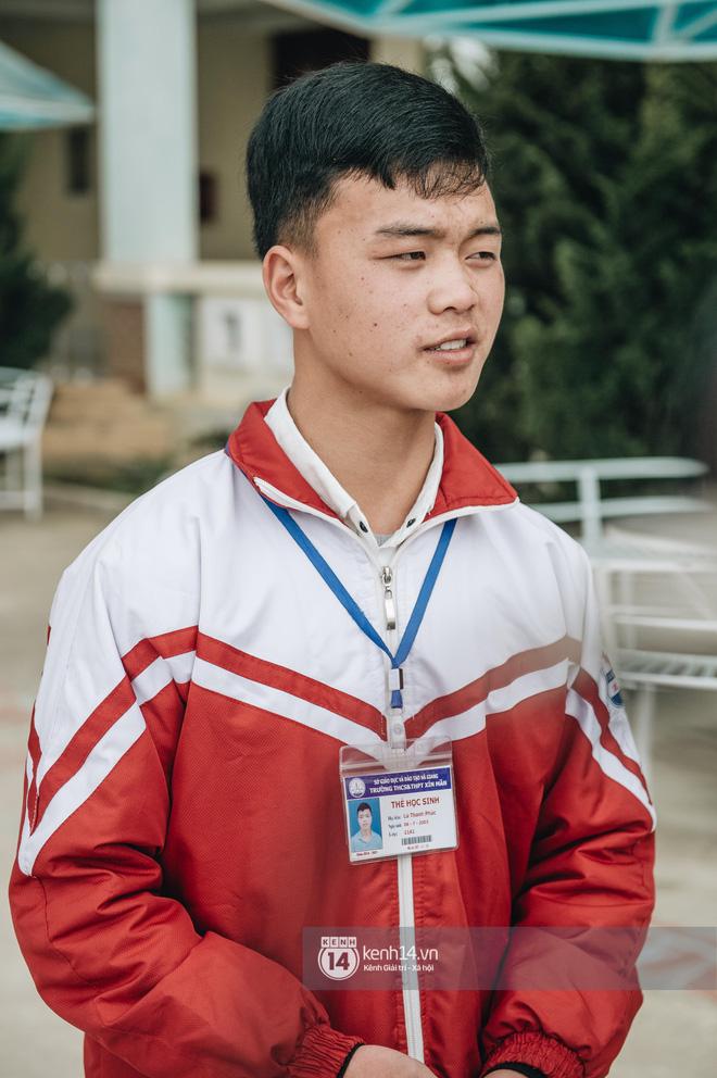 Chuyện buồn phía sau ngôi trường trên mây đẹp nhất Việt Nam: Đi bộ hàng cây số đến trường, con cái học quá giỏi lại trở thành gánh nặng cho cha mẹ - Ảnh 6.