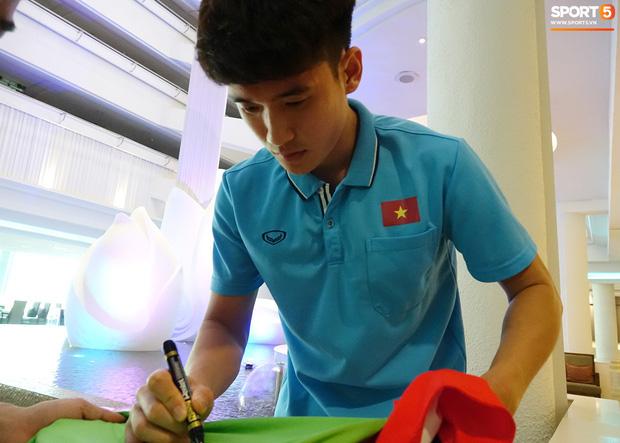 U23 Việt Nam xách vali về nước, thầy Park gửi lời chúc mừng năm mới - Ảnh 7.