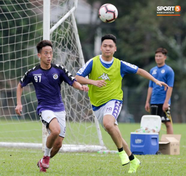 Huy râu túm cổ bắt nạt đàn em, Hà Nội FC tập buổi cuối trước ngày đấu đối thủ mạnh từ Thái Lan - Ảnh 6.