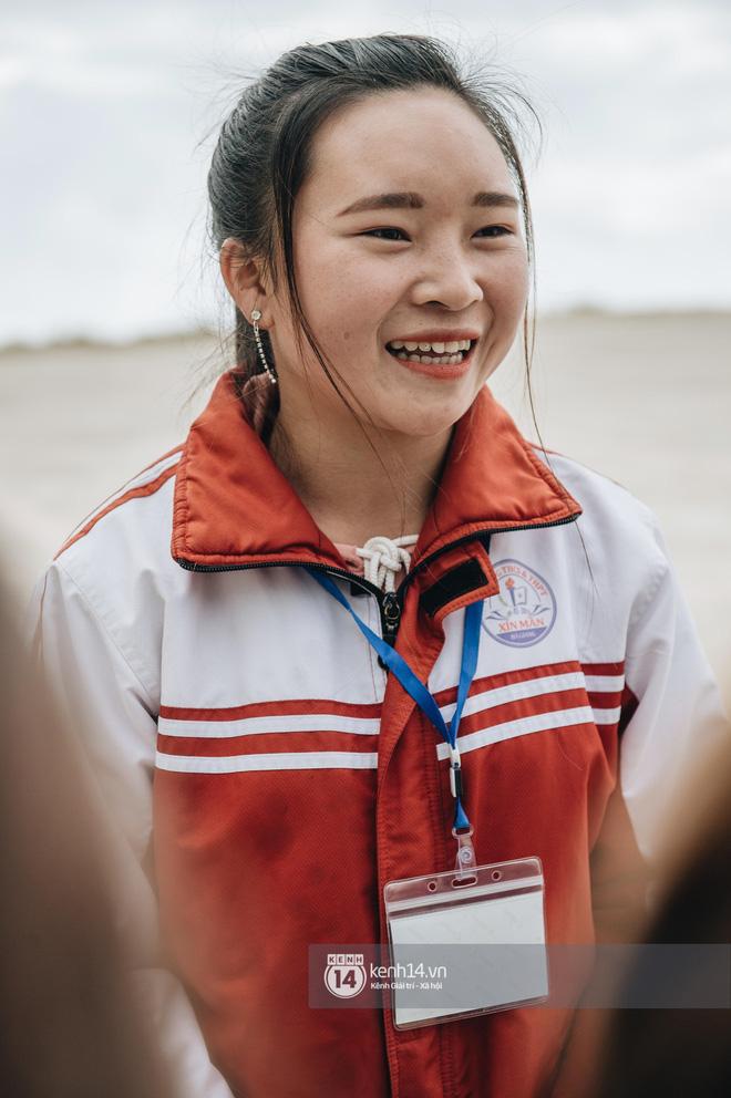 Chuyện buồn phía sau ngôi trường trên mây đẹp nhất Việt Nam: Đi bộ hàng cây số đến trường, con cái học quá giỏi lại trở thành gánh nặng cho cha mẹ - Ảnh 7.