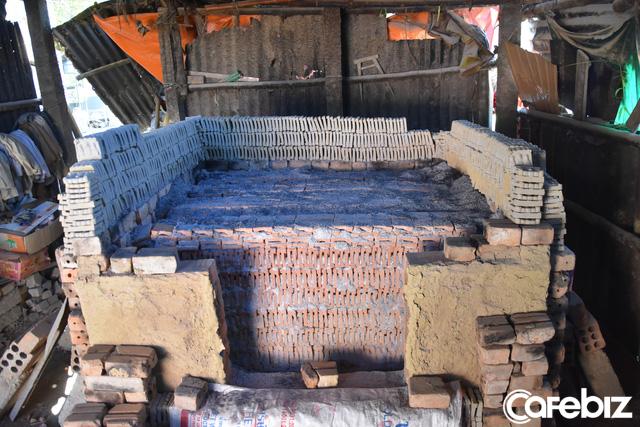 Là nơi duy nhất ở Huế làm tượng ông Táo với lịch sử cả trăm năm, nhưng làng Địa Linh giờ đây chỉ còn 5 hộ còn đỏ lửa - Ảnh 8.