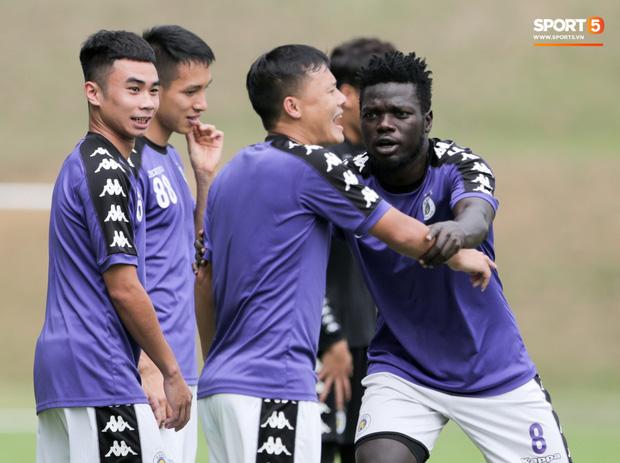Huy râu túm cổ bắt nạt đàn em, Hà Nội FC tập buổi cuối trước ngày đấu đối thủ mạnh từ Thái Lan - Ảnh 8.